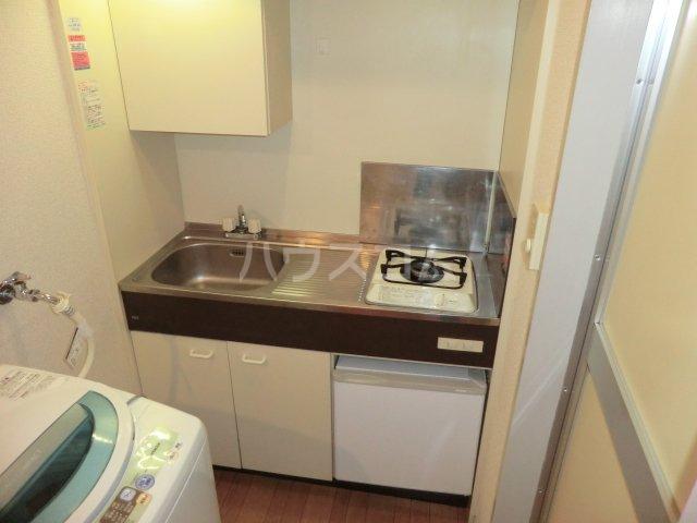 平岡マンション 106号室のキッチン