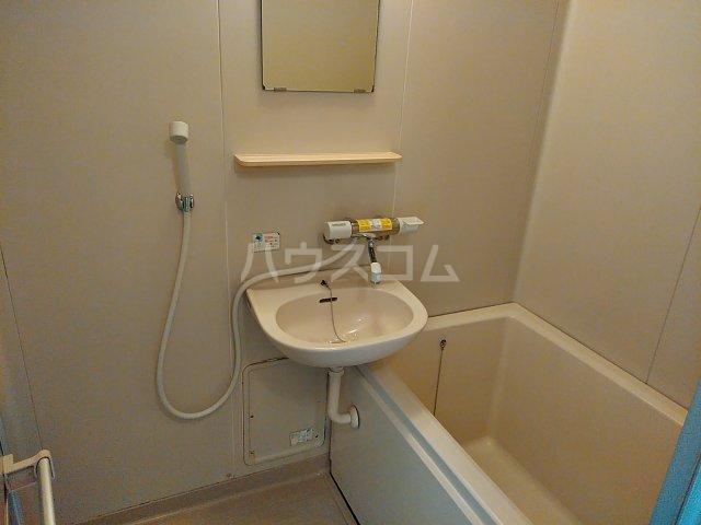 ツインズ新川 B棟 205号室の風呂