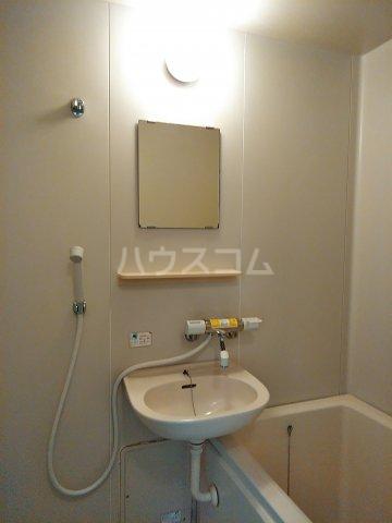 ツインズ新川 B棟 205号室の洗面所