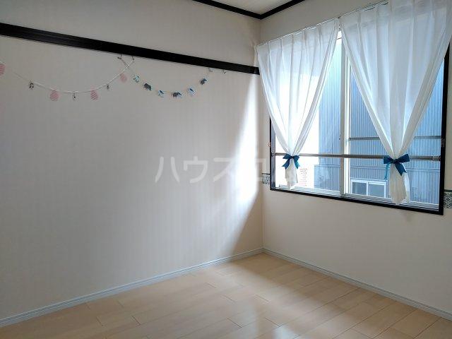 ツインズ新川 B棟 205号室のベッドルーム