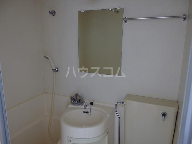 ヤングライフ霞ヶ関 302号室の洗面所