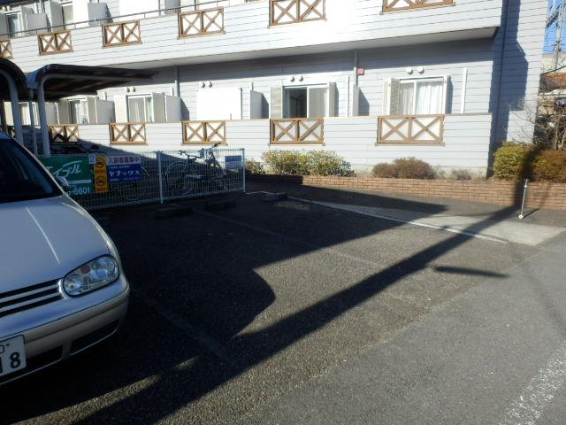 サンハイツ 212号室の駐車場
