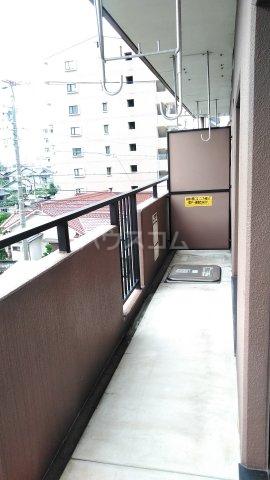 ドルフ 302号室のバルコニー