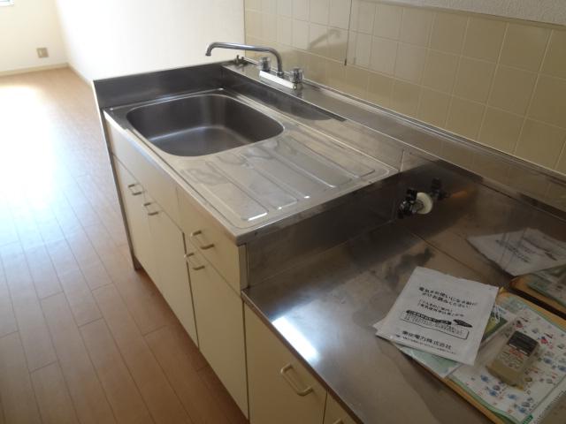 エステートピア シムラⅠ 102号室のキッチン