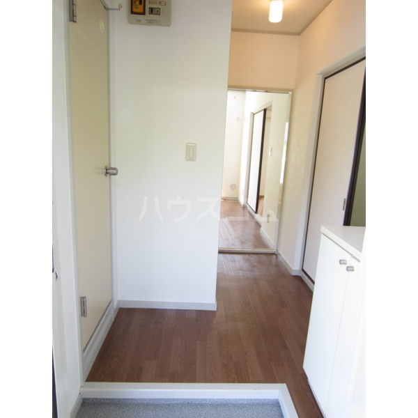 グリーンバレー 102号室の玄関