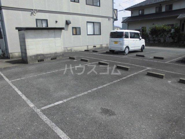 ハーブファミリー 202号室の駐車場