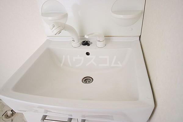 エ・スパシオ名西 201号室の洗面所
