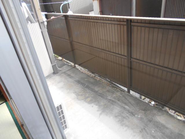 緒川荘 201号室のバルコニー