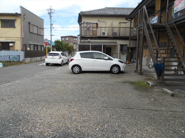 緒川荘 201号室の駐車場