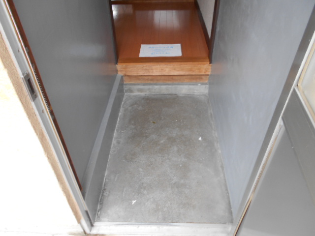 緒川荘 201号室の玄関