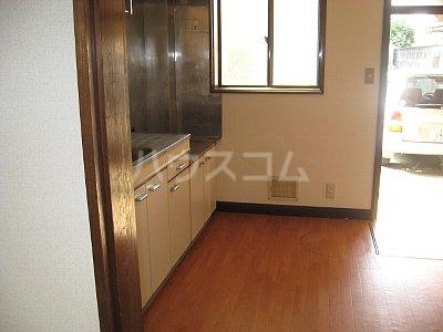 サンハイム加住 203号室の玄関