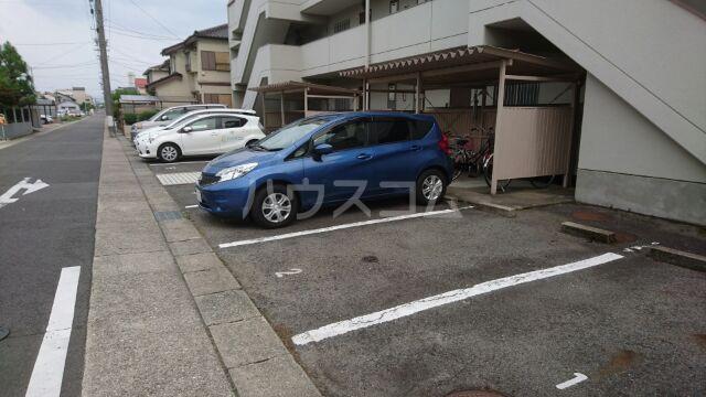 アーベインハイツ雅 3A号室の駐車場