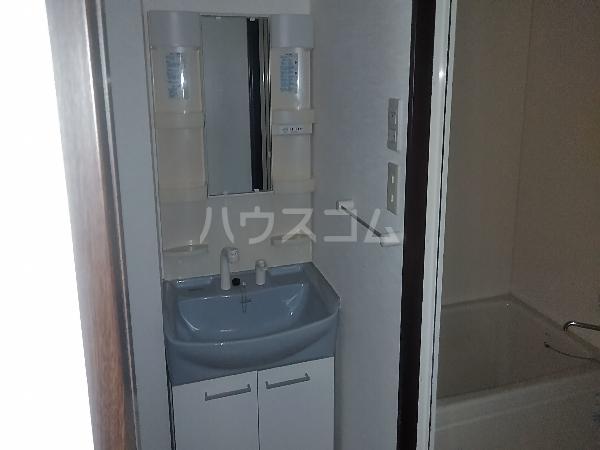 クレスト 101号室の洗面所