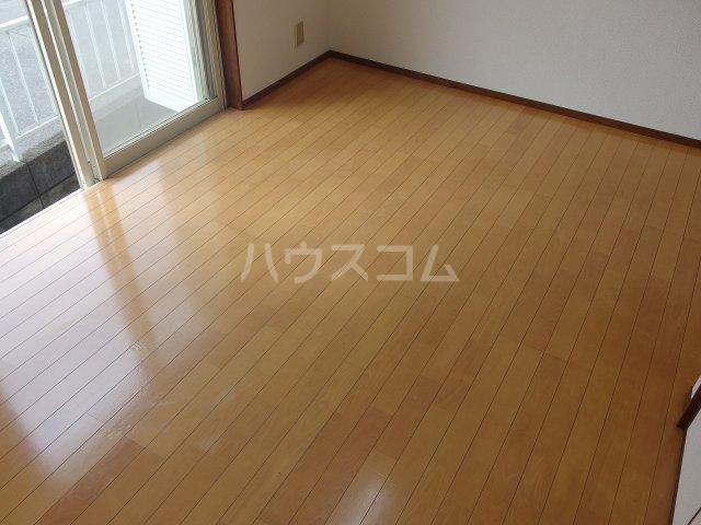 ヴィラ桜ヶ丘 102号室の居室