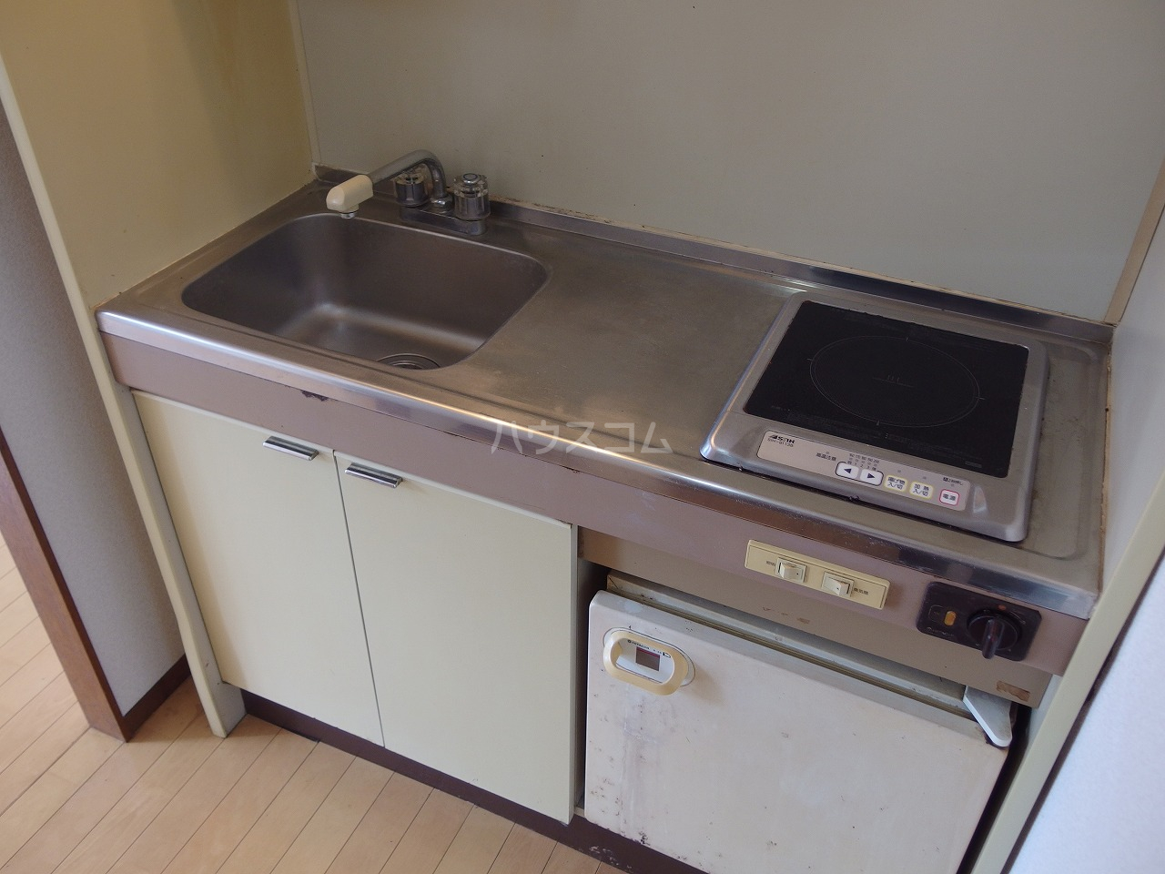 ヴィラ桜ヶ丘 102号室のキッチン