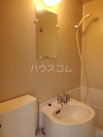 ヴィラ桜ヶ丘 102号室の洗面所
