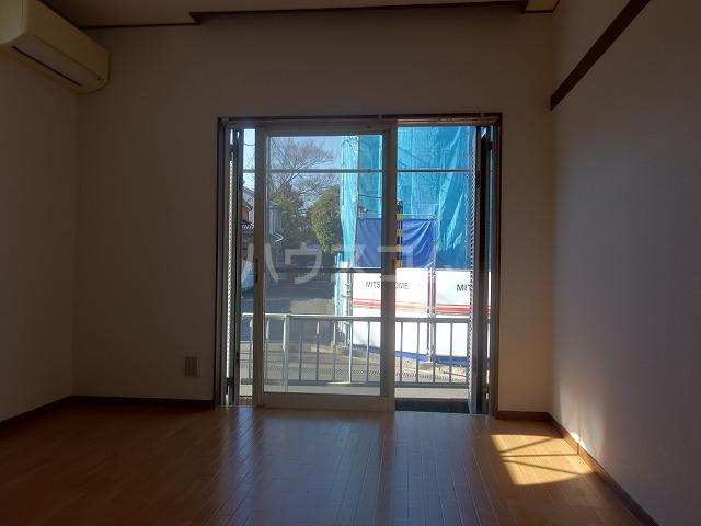 ヴィラ桜ヶ丘 103号室のリビング