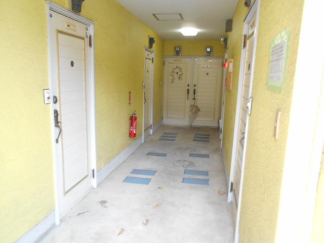 セフィール程久保 107号室のエントランス