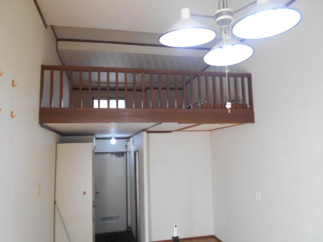 ホワイトウイングI・M 107号室の居室
