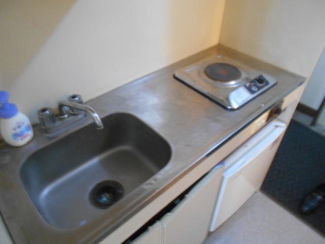 ホワイトウイングI・M 107号室のキッチン