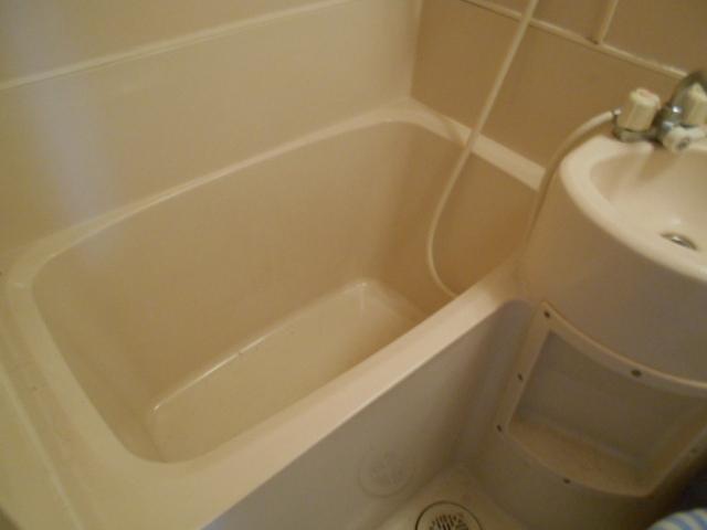 ホワイトウイングI・M 107号室の風呂