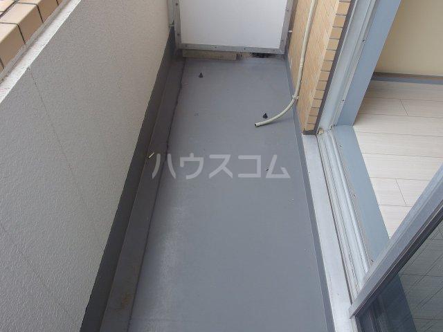 ウィンド聖蹟桜ヶ丘 303号室のバルコニー