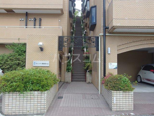 ウィンド聖蹟桜ヶ丘 303号室のエントランス