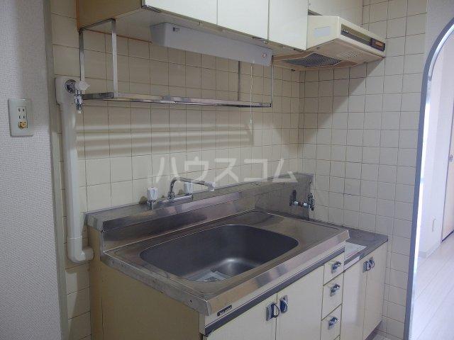 ウィンド聖蹟桜ヶ丘 303号室のキッチン