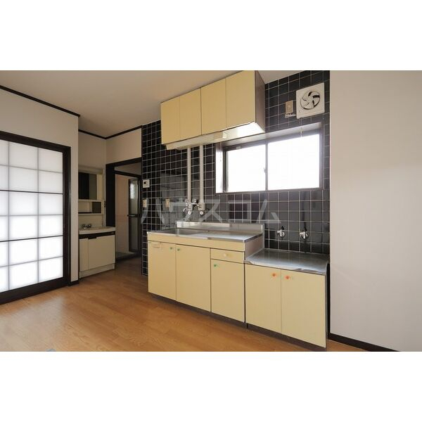 第2グリーンタウン金城 3A号室のキッチン