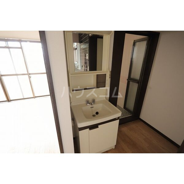 第2グリーンタウン金城 3A号室の洗面所