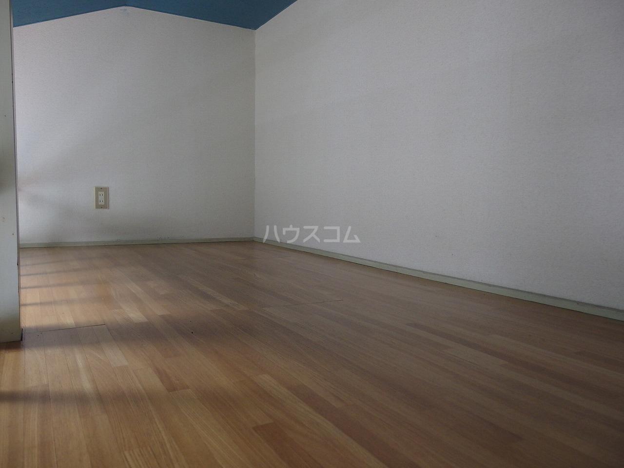 ヴィラ桜ヶ丘 205号室の居室