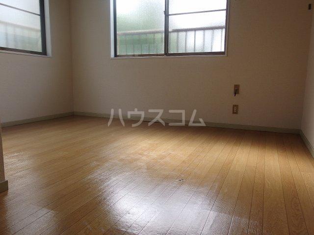 ヴィラ桜ヶ丘 205号室のリビング