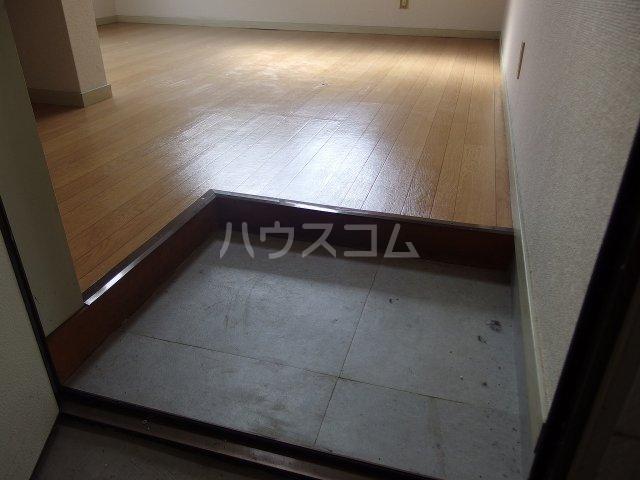 ヴィラ桜ヶ丘 205号室の玄関