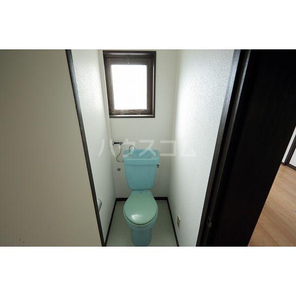 第2グリーンタウン金城 3B号室のトイレ