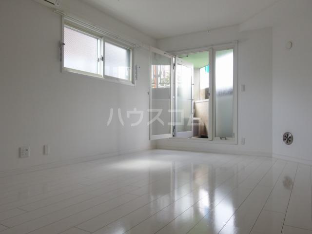 SOLID聖蹟桜ヶ丘弐番館 102号室の居室