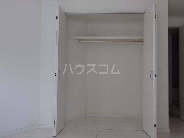 SOLID聖蹟桜ヶ丘弐番館 102号室の収納