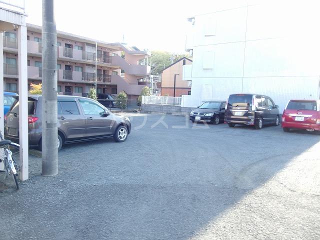 好三荘 106号室の駐車場