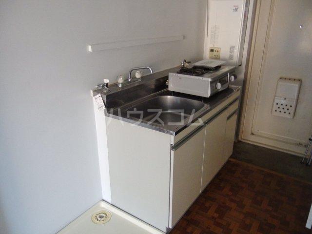 好三荘 106号室のキッチン
