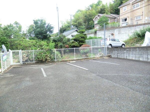 コリーナヴェルデ 101号室の駐車場