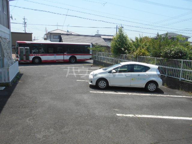 ハイツサングリア 101号室の駐車場