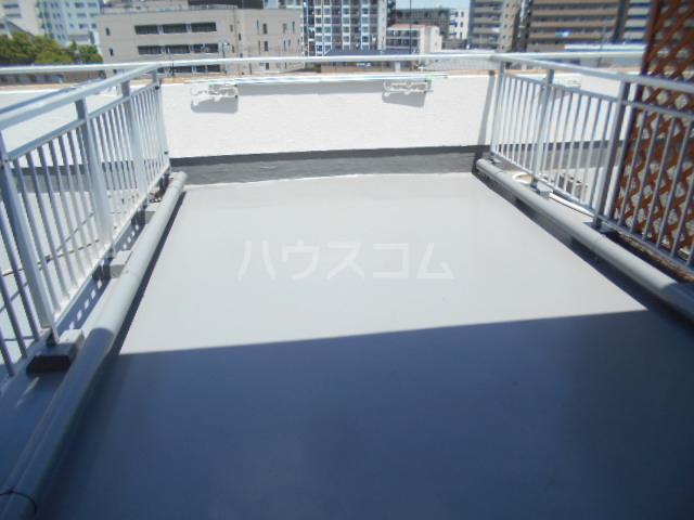 ウィンド聖蹟桜ヶ丘 508号室のバルコニー