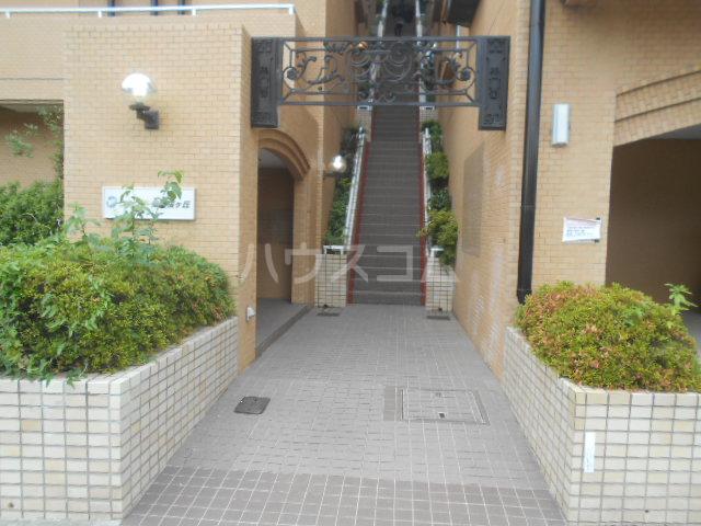 ウィンド聖蹟桜ヶ丘 508号室のエントランス