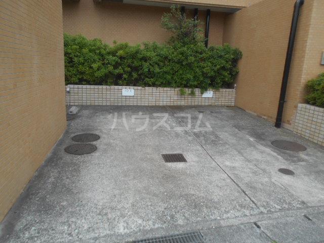 ウィンド聖蹟桜ヶ丘 508号室の駐車場