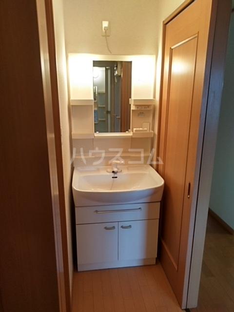 ミッテフリーデⅢ 101号室の洗面所