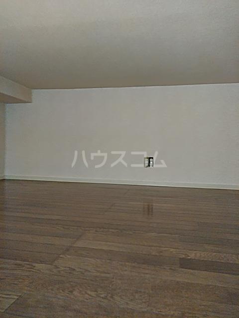 シャトル 102号室の居室
