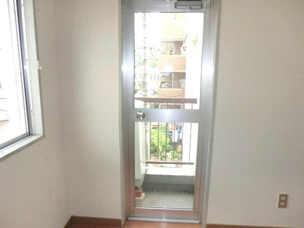 ハウスオブパレ 305号室のバルコニー