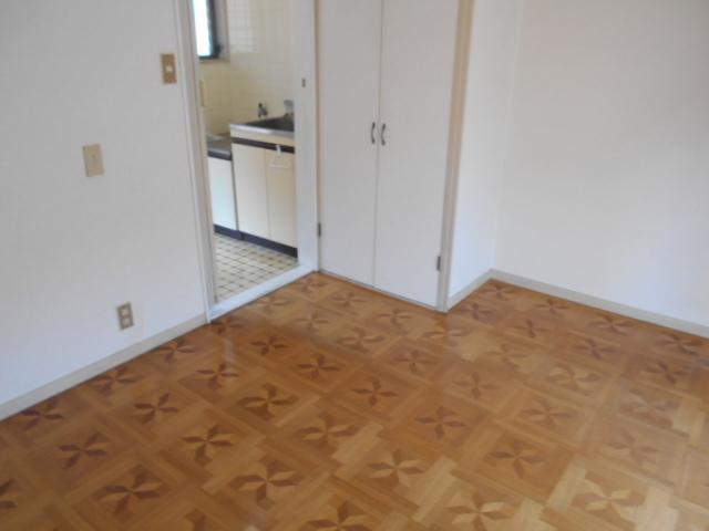 ヴィラ永山 203号室の居室