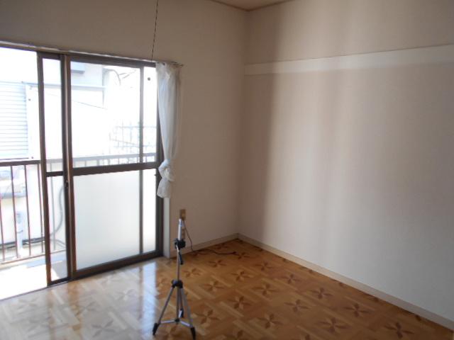 ヴィラ永山 203号室のリビング