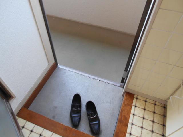 ヴィラ永山 203号室の玄関