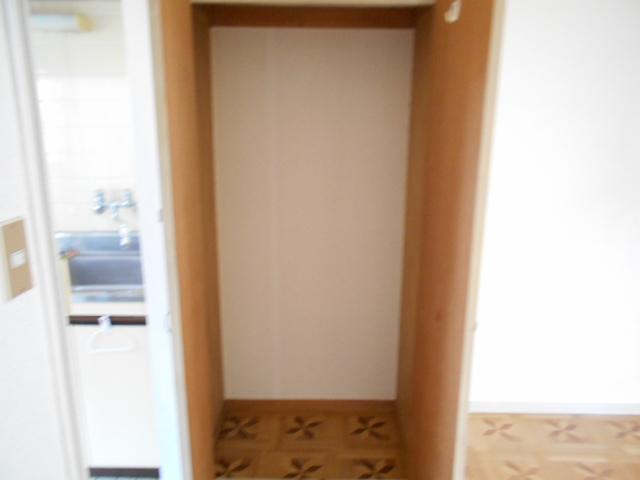 ヴィラ永山 203号室の収納
